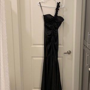 Black one-shoulder Caché floor length dress